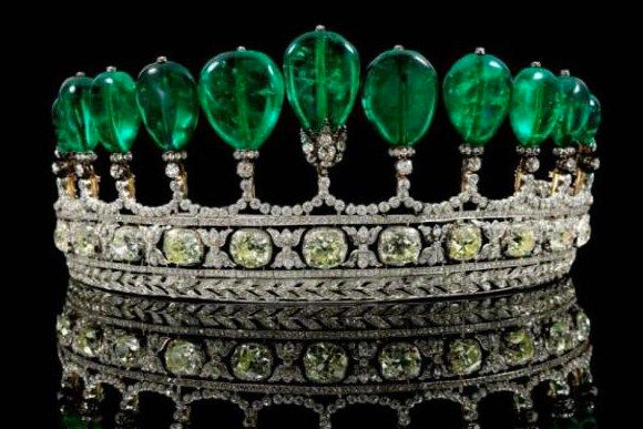 World's most expensive emerald - #1 The Diameter of Emeralds and Diamonds ($ 12.8 million)